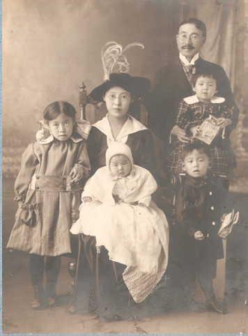 Masonori and Miki Akimoto Family - 1919 - Idaho Falls