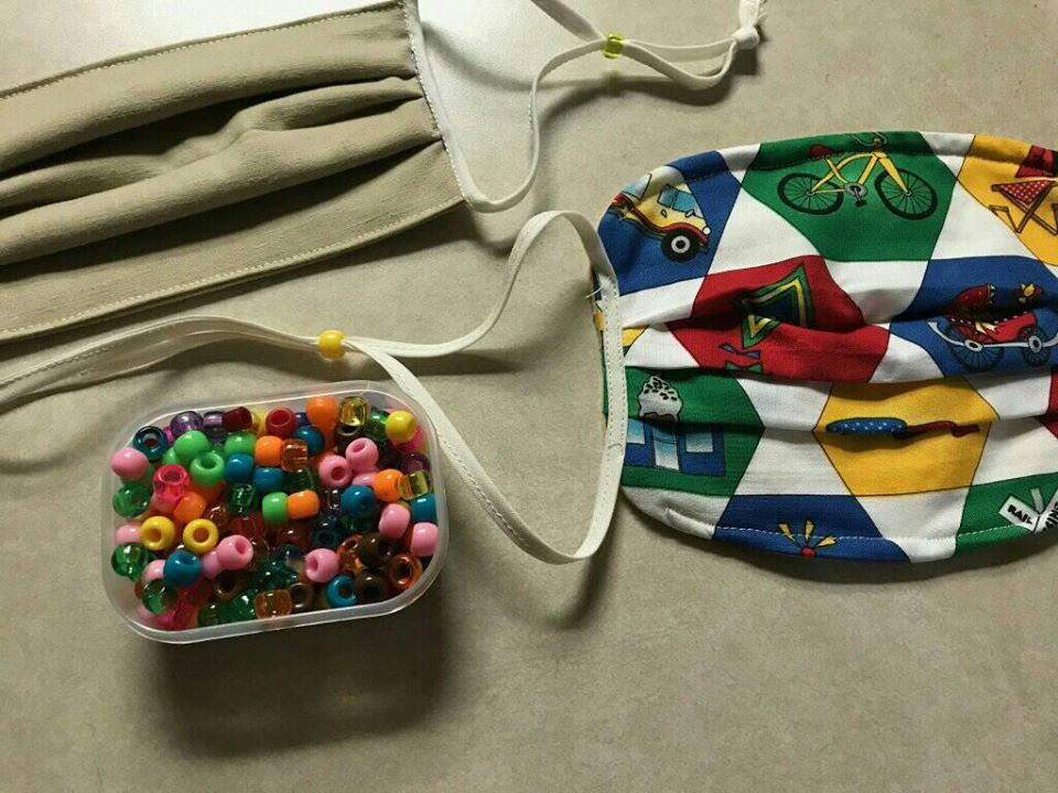 mask with ties and beads to adjust the straps. 2